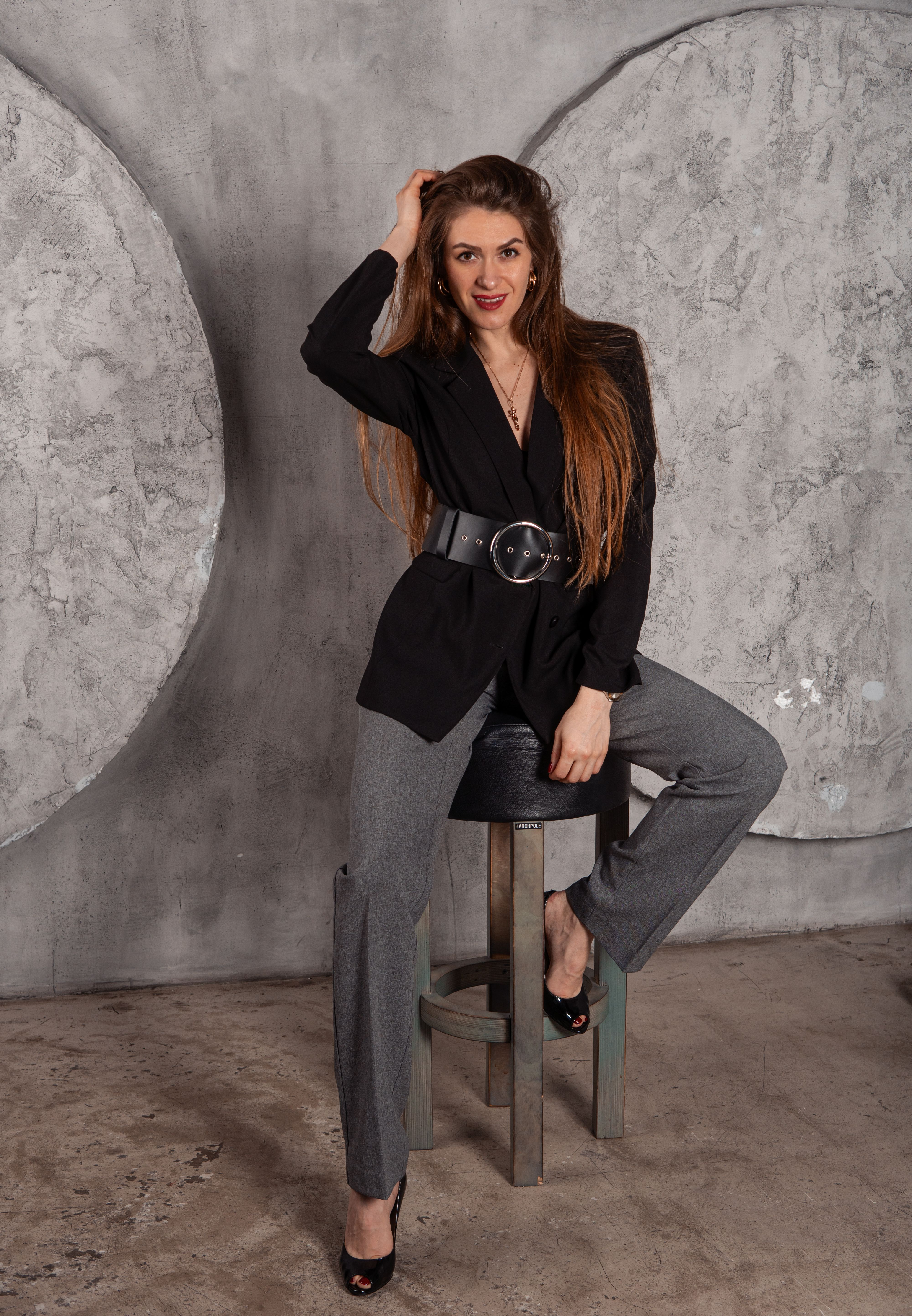Black wide leather belt for womens waist round buckle belt