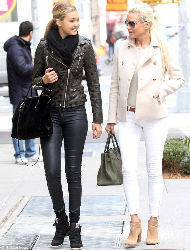 I love the way Yolanda hadid is wearing this look.  Booties + Anke Skinnies