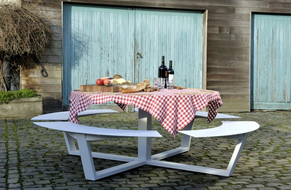 Belgian Brand Cassecroute S La Grande Ronde A Circular Picnic Table Big Enough To Seat Up To Twelve Peopl Picnic Table Round Picnic Table Wooden Picnic Tables