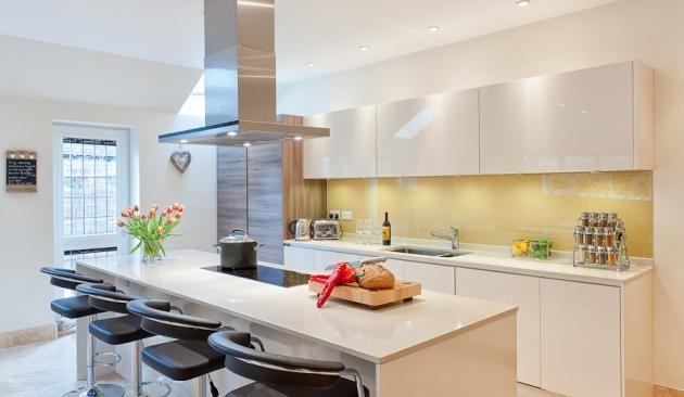 Sepia Brown Gloss Acrylic Urban Theme 3 Urban Myth Kitchens - häcker küchen ausstellung
