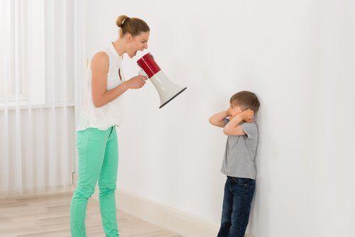 Hacer de tu hijo un niño mentalmente fuerte no es tarea sencilla, pero vale la pena el esfuerzo por lograr que se pueda enfrentar a los desafíos de la vida.