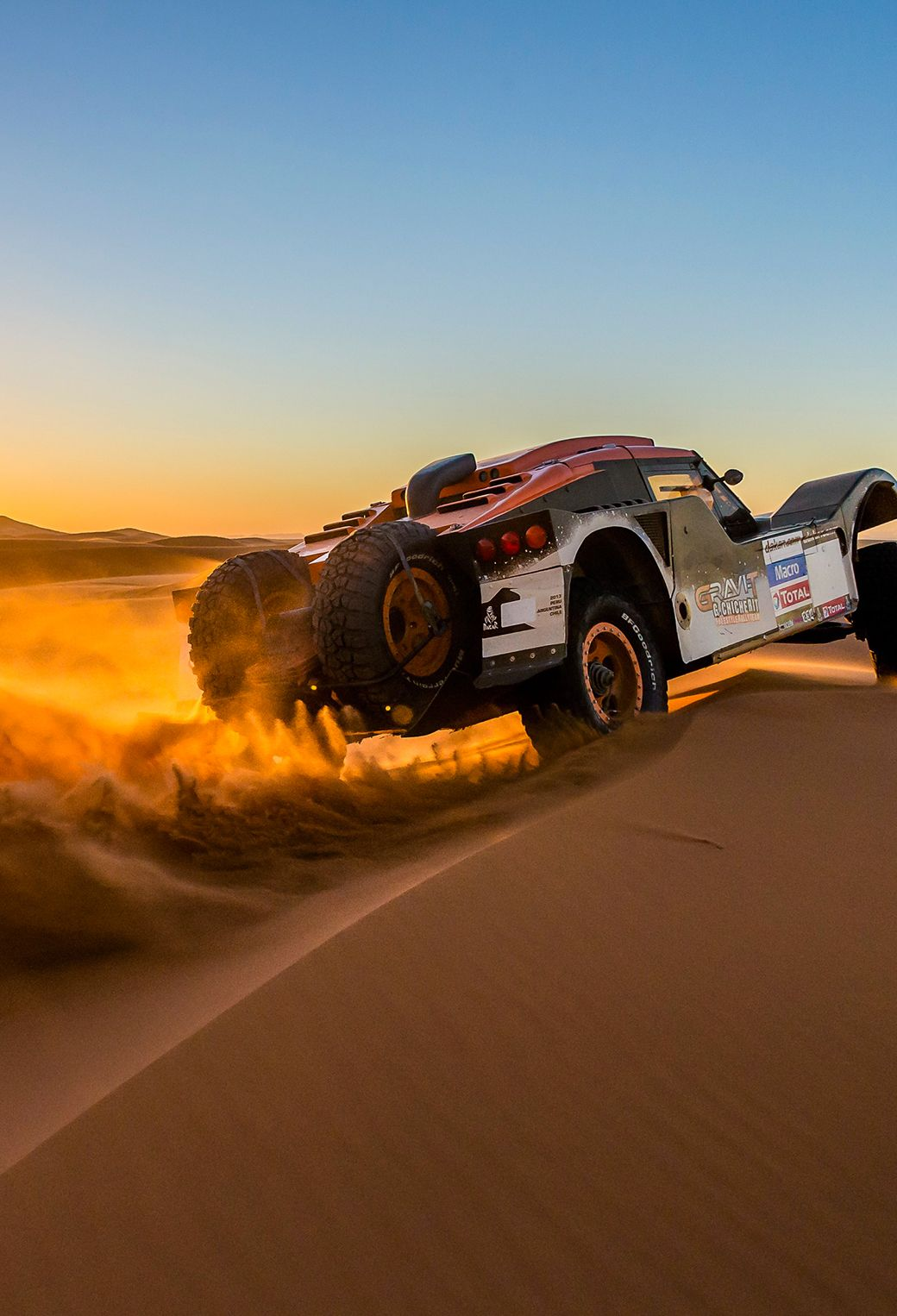 Sunset Over Buggy In Dakar Rally Rally Car Rally Car Racing Paris Dakar Rally