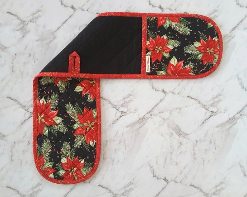 Christmas Oven Gloves With Poinsettias In Red Black And Metallic Gold Holiday Decor For The Kitchen In 2020 Oven Glove Gold Holiday Decor Gold Holiday