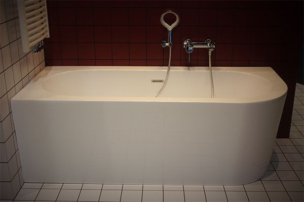 Half Vrijstaand Bad : Half vrijstaand bad d shape bathtub bathroom en corner bathtub