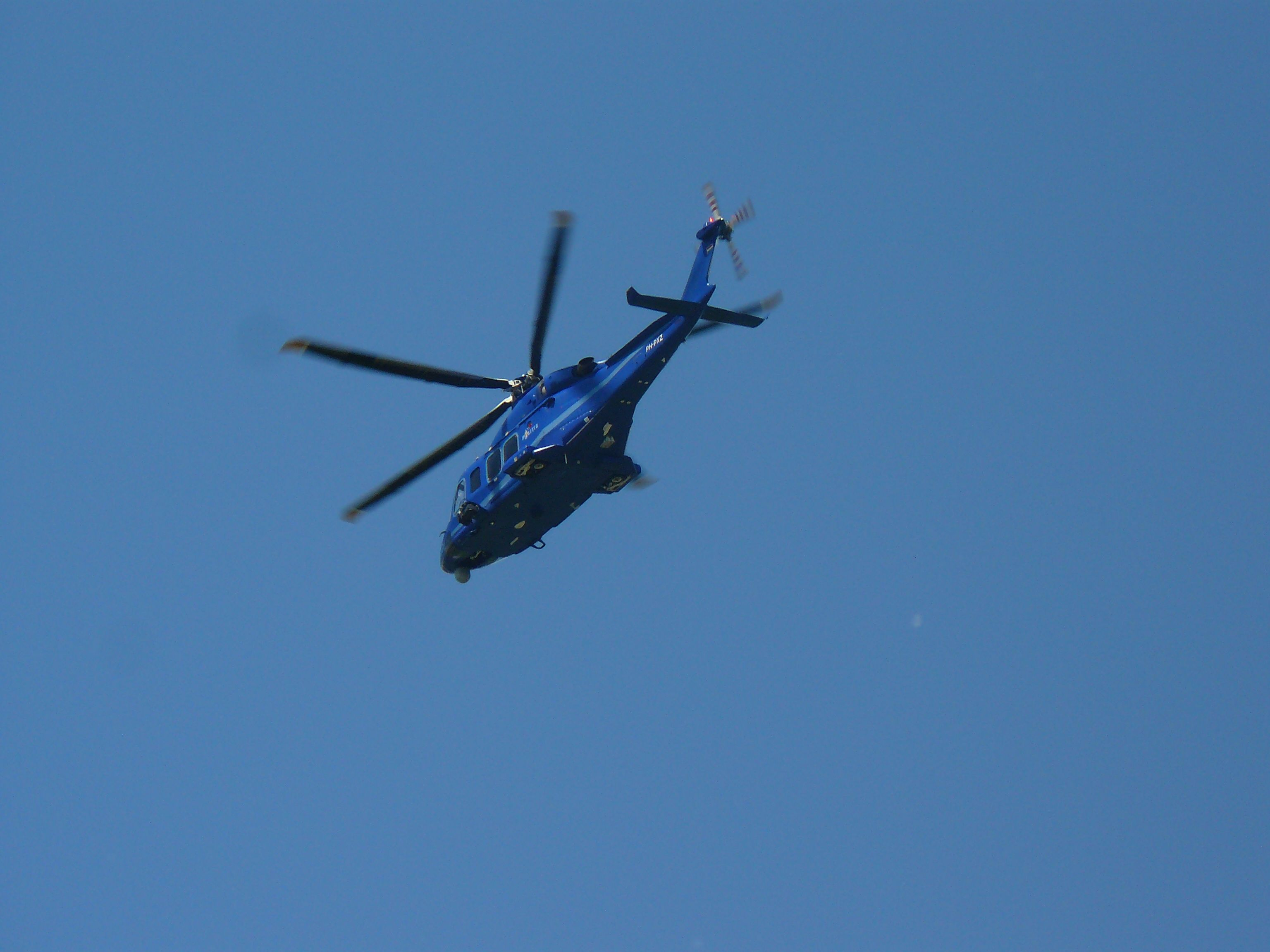 PH-PXZ (Police26) AgustaWestland AW139 boven Arnhem 31-05-2014