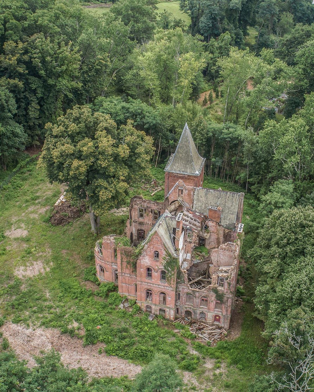 Abandoned Mansion In Rhinbeck, NY. Abandoned Mansion In