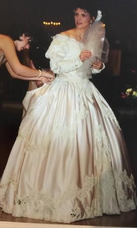 Pin On 80 S 90 S Wedding Dresses