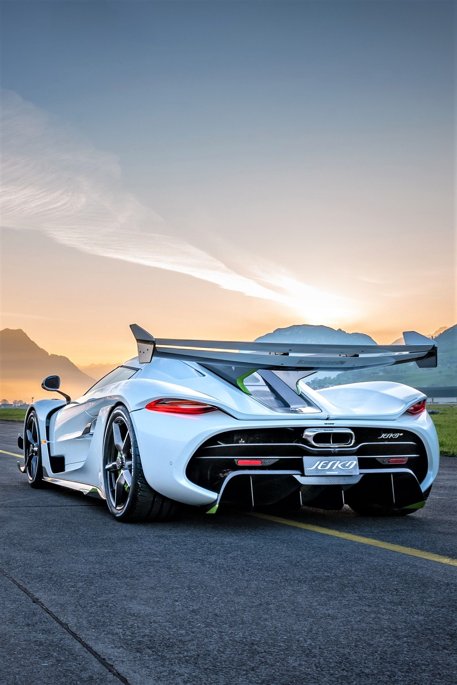 2019 Koenigsegg Jesko Brut Power The Man Koenigsegg Sports Cars Luxury Super Cars