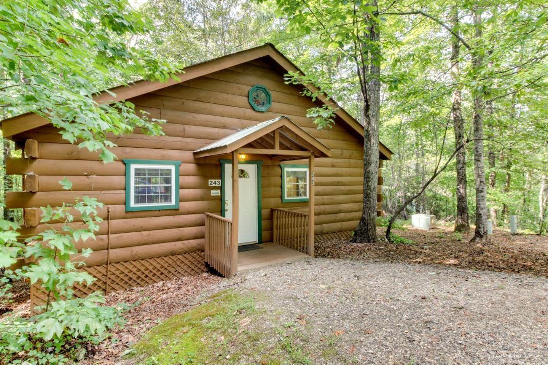 Romantic OneBedroom Log Cabin with Hot Tub near Helen