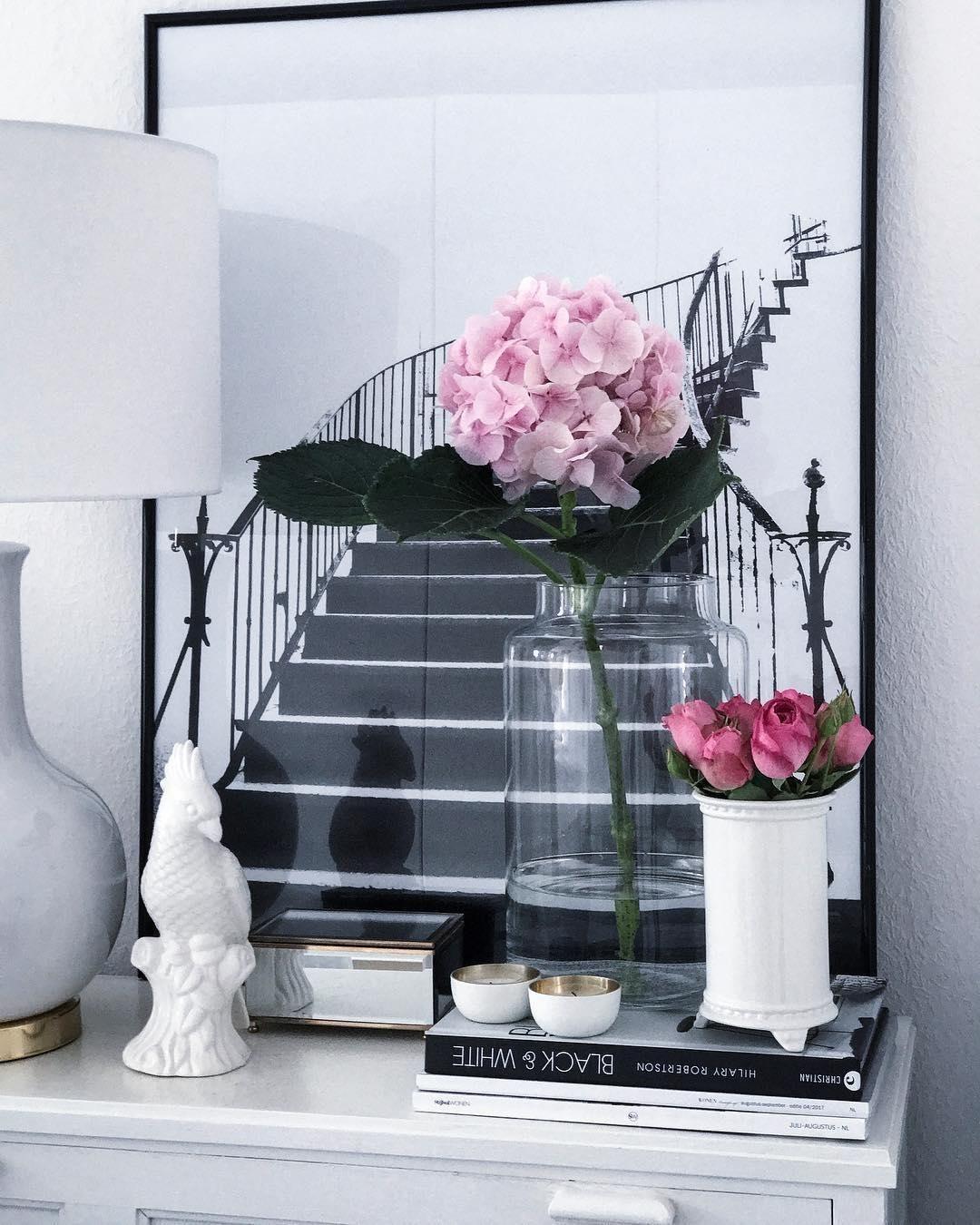 eine glasvase ist langweilig auf keinen fall auf einer sch nen kommode mit anderen. Black Bedroom Furniture Sets. Home Design Ideas