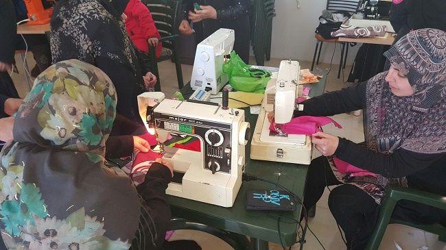 تخريج 62 متدربة ضمن مشروع التدريب والتأهيل المهني والحرفي في الجنوب Sewing Machine Sewing