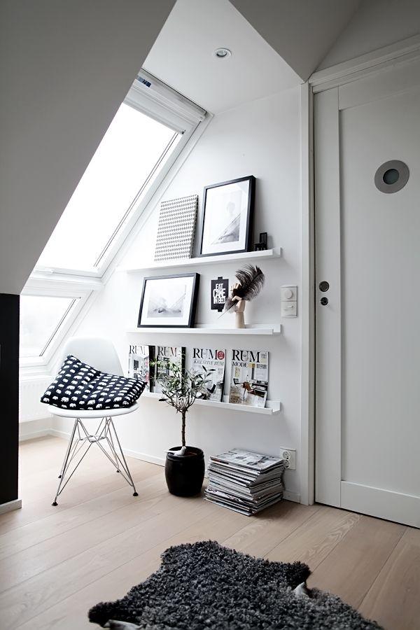 勾配天井の下のワークスペース&スモールリビング | 住宅デザイン