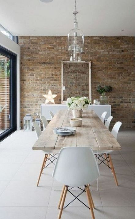 The dining room table and its place among the furniture