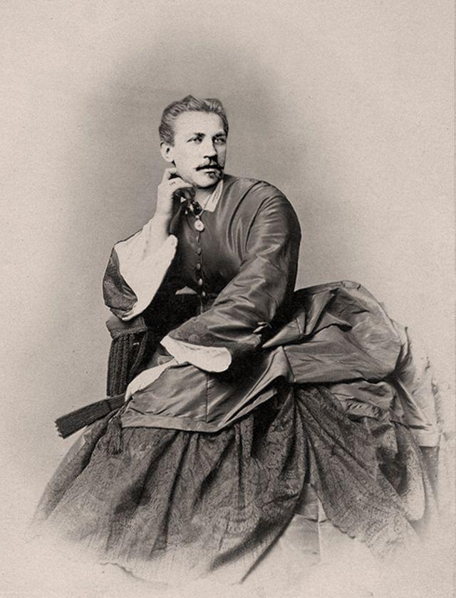 Men Dressed in Drag in the Victorian Era (8)