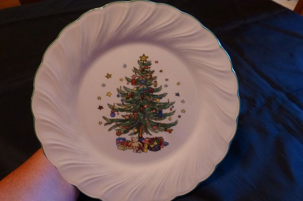 VINTAGE NIKKO Happy Holidays CHRISTMAS Dishes DINNER PLATES | Nikko ...
