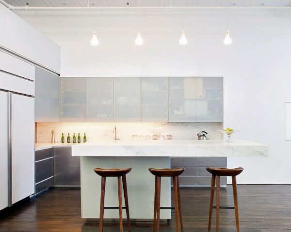 küchen aus edelstahl und weiße küchenmöbel gestalten   küche