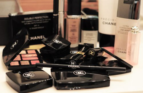 CoCo Chanel make-up
