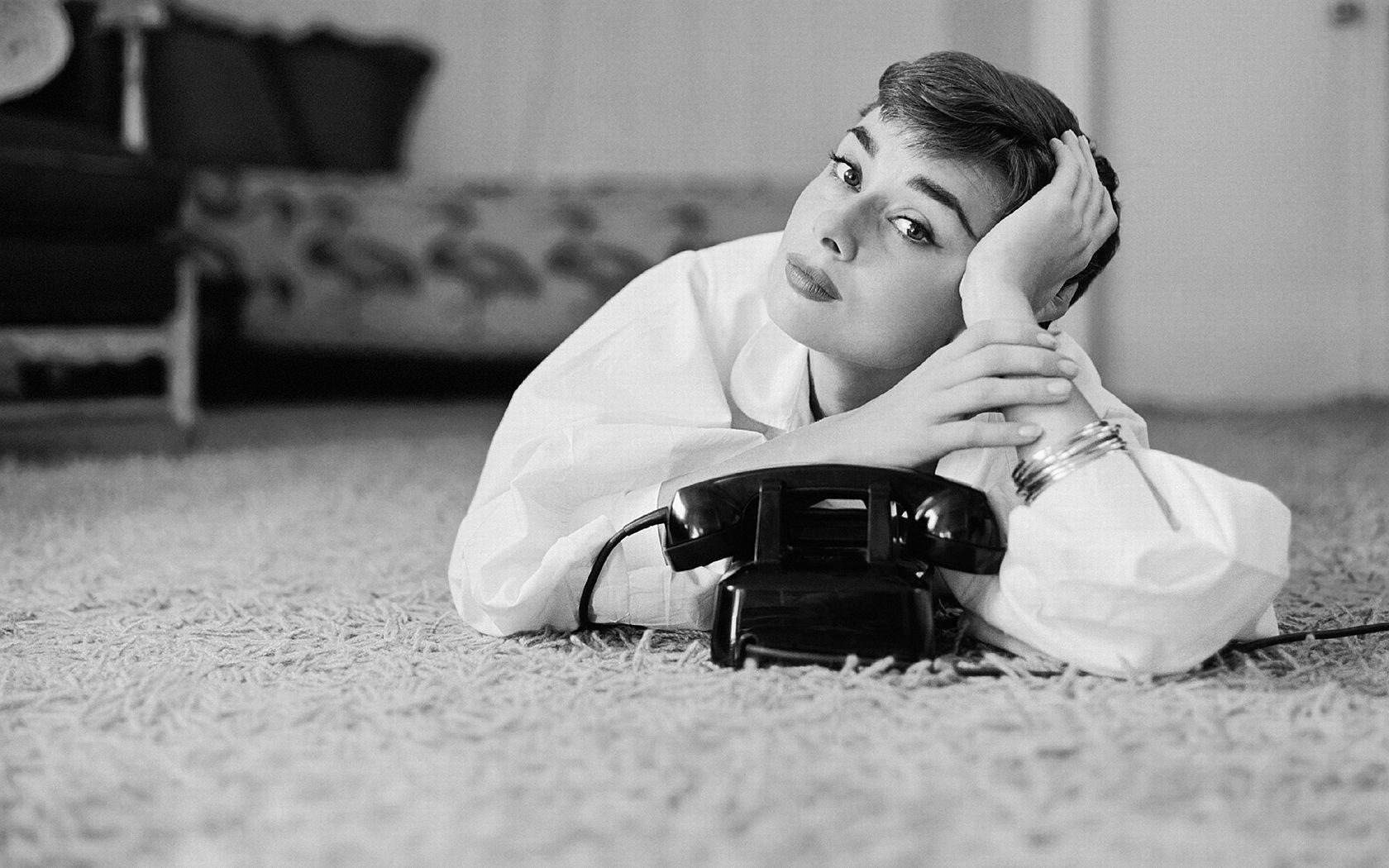 Audrey Hepburn Wallpaper Celebrity And Movie Pictures Photos Wallpaper Audrey Hepburn Photos Audrey Hepburn Audrey Hepburn Wallpaper