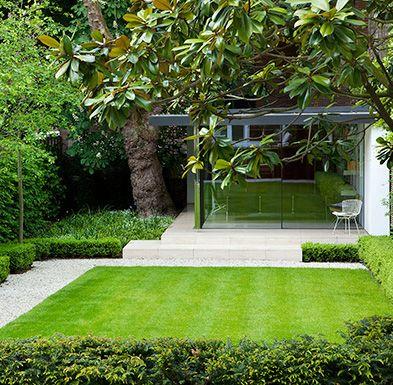Modern town garden garten pinterest garten garten ideen und moderner garten - Kleine wasserstelle im garten ...