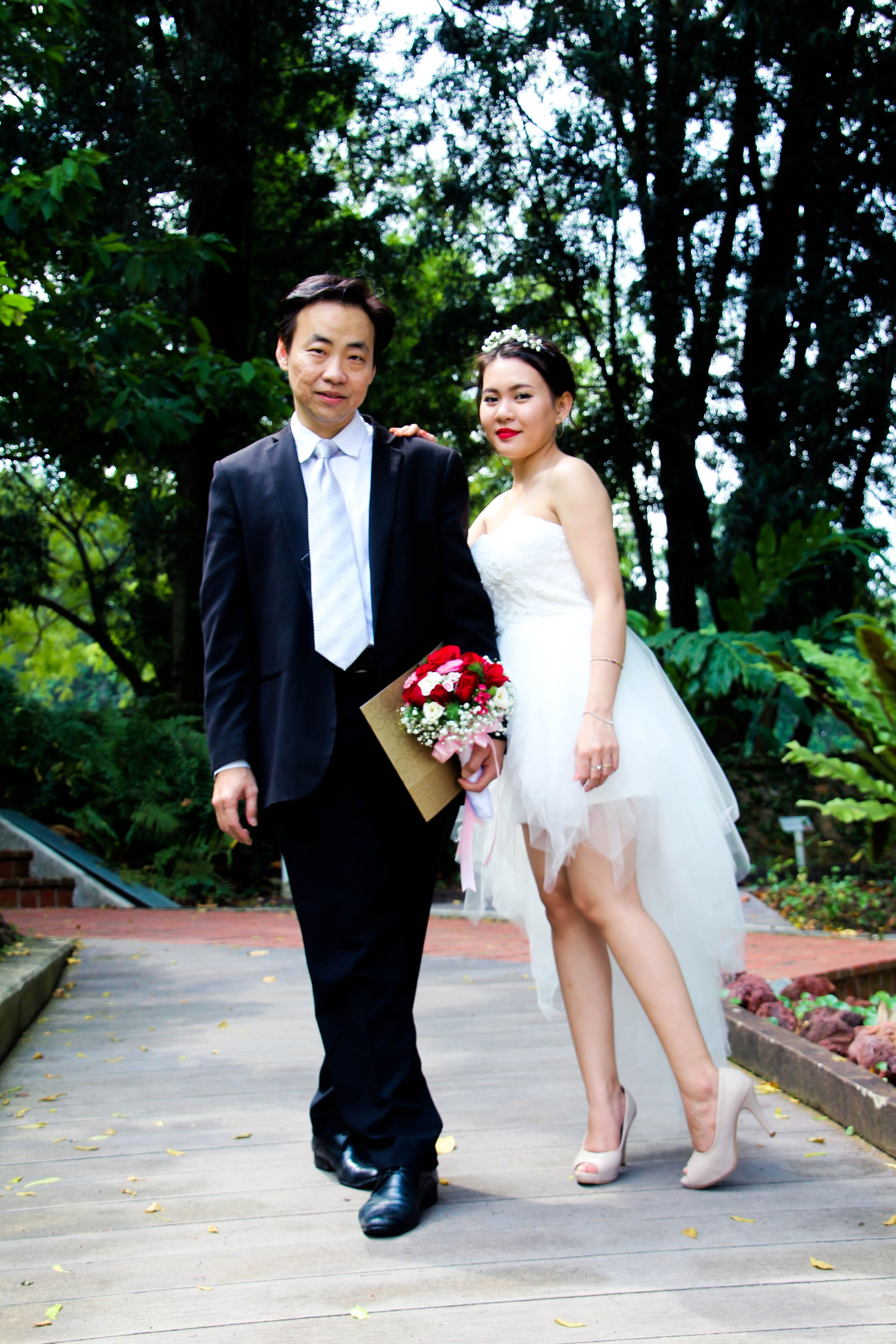 Singapore Man Wearing Black Suit Jacket And Pants Canon Canon Eos 1300d Fafdfe Wedding Dresses Wedding Dresses Simple Event Trends