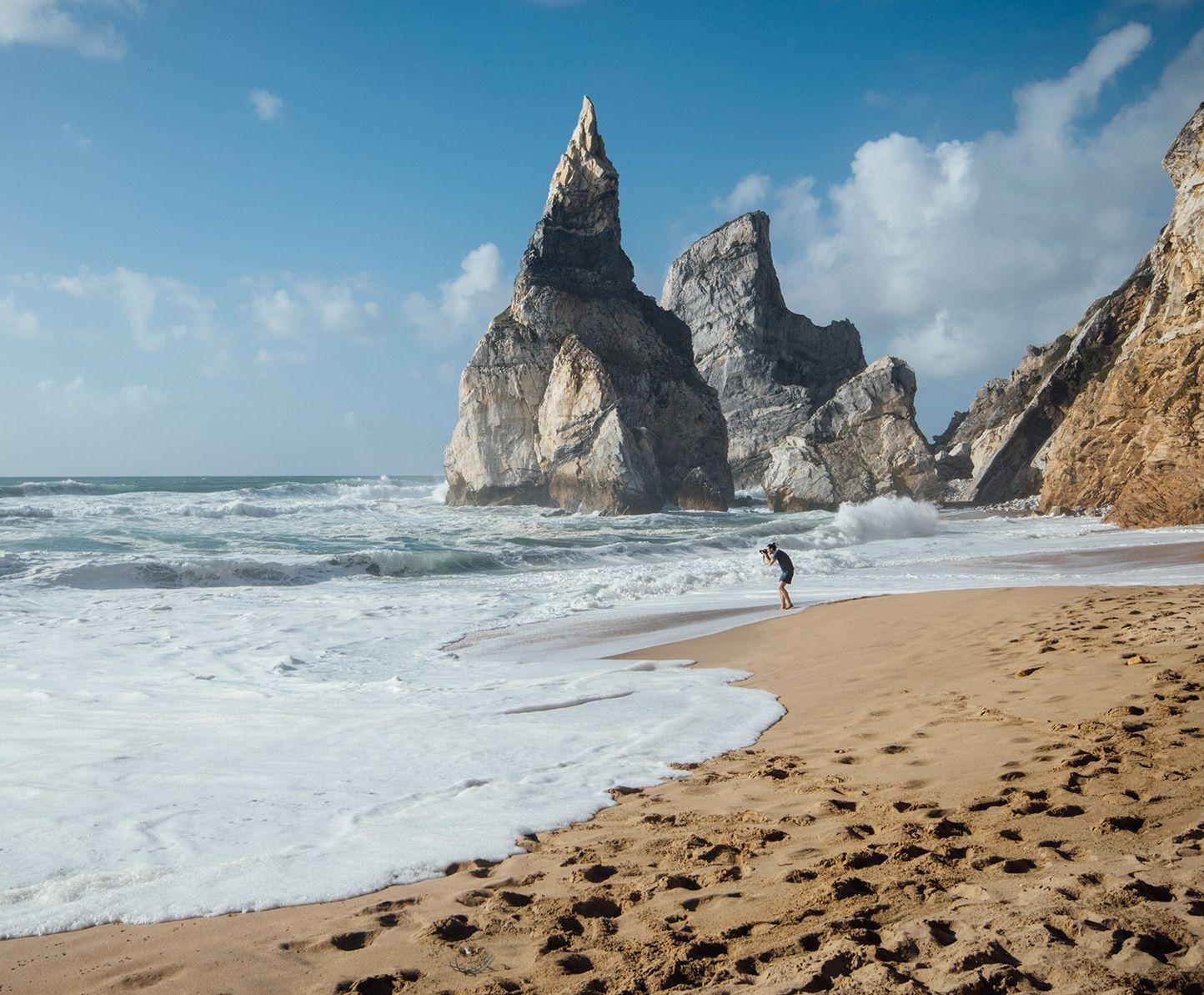 Las Mejores Playas Para Un Verano En Portugal De Oporto A Lisboa Pasando Por Madeira Y Azores Portugal Playas Portugal Lisboa