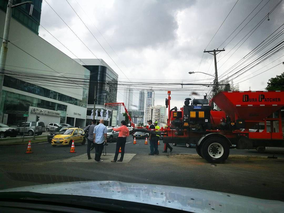 Parece que el Ministro Arosemena comenzó a encontrar los huecos de la ciudad... Más vale tarde que nunca ����⛽ #cargram #carporn #raceeverything #fastcars #followus #like4like #instacars #luxury #autos #Panama #racing #tuning #vintage #rally #F1 http://unirazzi.com/ipost/1505991953300647330/?code=BTmW7PTFO2i