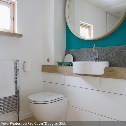 Runder Spiegel und Design-Waschbecken im natürlichen Badezimmer - designer waschbecken badezimmer stil