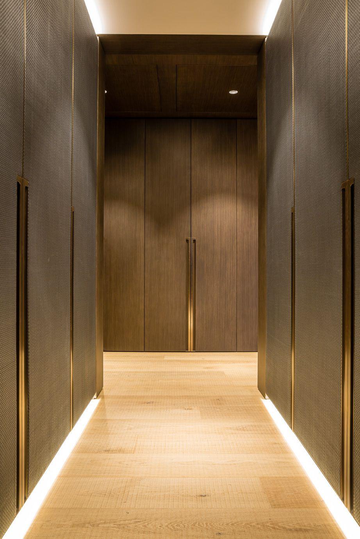 Case Study One Hyde Park Knightsbridge Design Grangewood Finchatton Joinery Interior Id Dressing Room With Antique Brass Metal Met Afbeeldingen Kast Ontwerpen