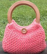 Loom Knit A Handbag - An easy pattern for beginner loom knitters and experienced loom knitters #loomknitting