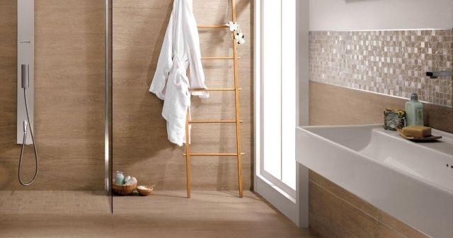 Badezimmer Wände Mit Holz Und Mosaiken Verlegt Wandstreifen  Ceramiche Supergres