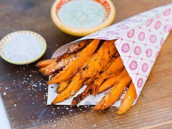 Low-Carb-Pommes selber machen #pommesselbermachenofen Pommes gibt es auch kohlenhydratarm: Low-Carb-Pommes aus Zucchini, Kohlrabi und Co. werden ab jetzt im heißen Ofen gebacken! EAT SMARTER hat das Pommes-Rezept. #pommesselbermachenofen Low-Carb-Pommes selber machen #pommesselbermachenofen Pommes gibt es auch kohlenhydratarm: Low-Carb-Pommes aus Zucchini, Kohlrabi und Co. werden ab jetzt im heißen Ofen gebacken! EAT SMARTER hat das Pommes-Rezept. #pommesselbermachenofen