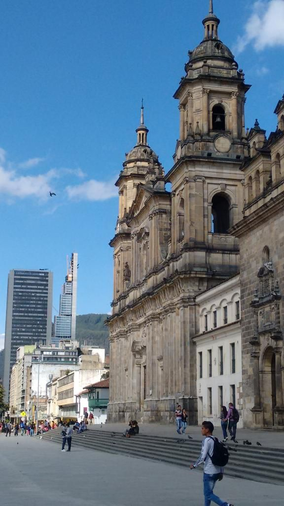 "MarcoPolo siglo21 on Twitter: ""Hoy les queremos compartir fotos de @Bogota_DC Aquí la catedral y Torre Bacatá q será la más alta de #AméricaLatina https://t.co/yt0d8e9KFJ"""