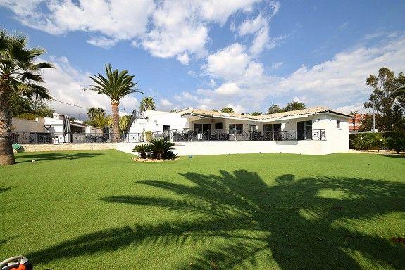 ALFAZ DEL PI - Fabelaktig moderne villa med utsikt i pent, sentralt