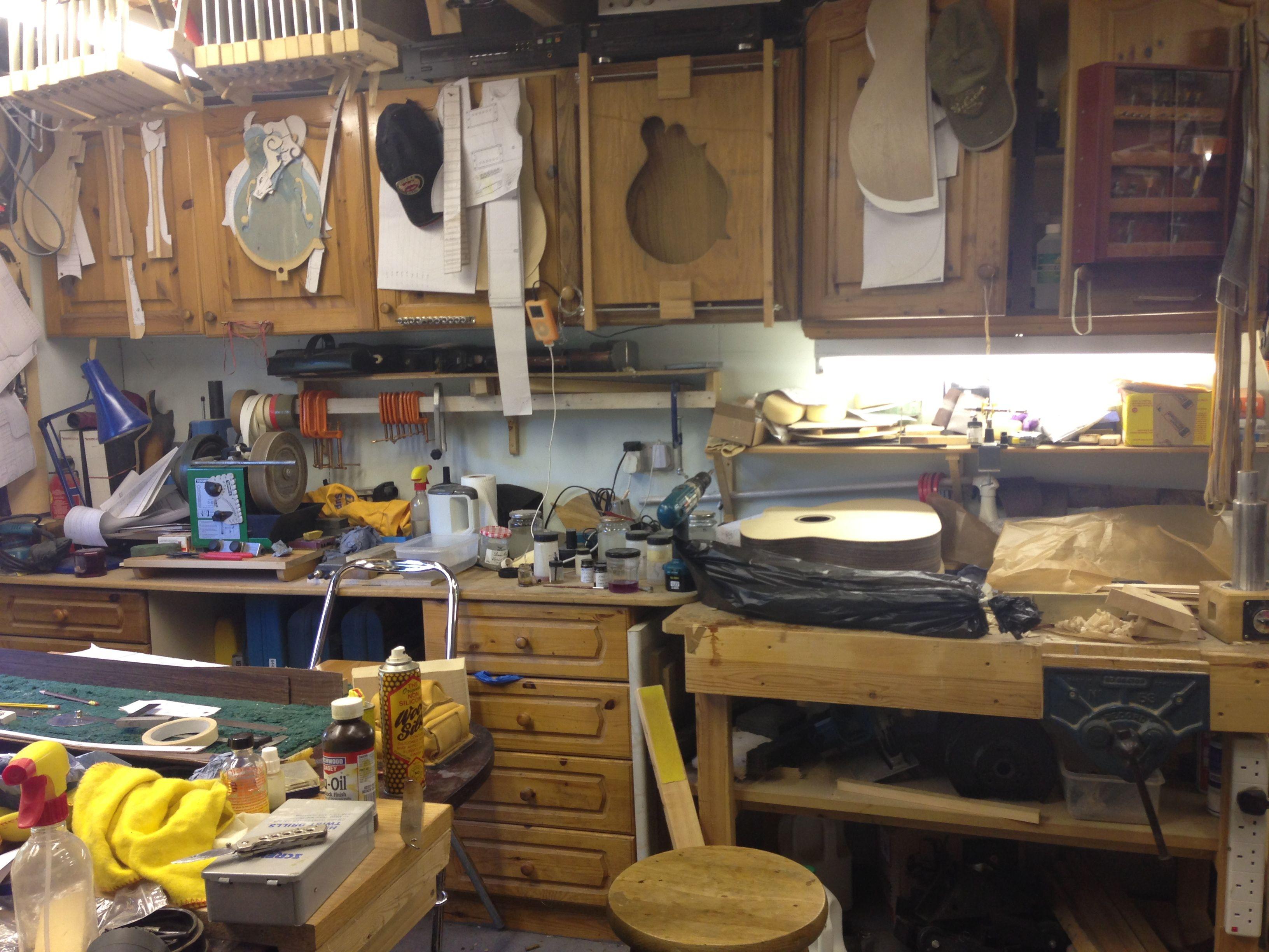 luthiers workshop cleaver luthier guitar guitar building music guitar. Black Bedroom Furniture Sets. Home Design Ideas