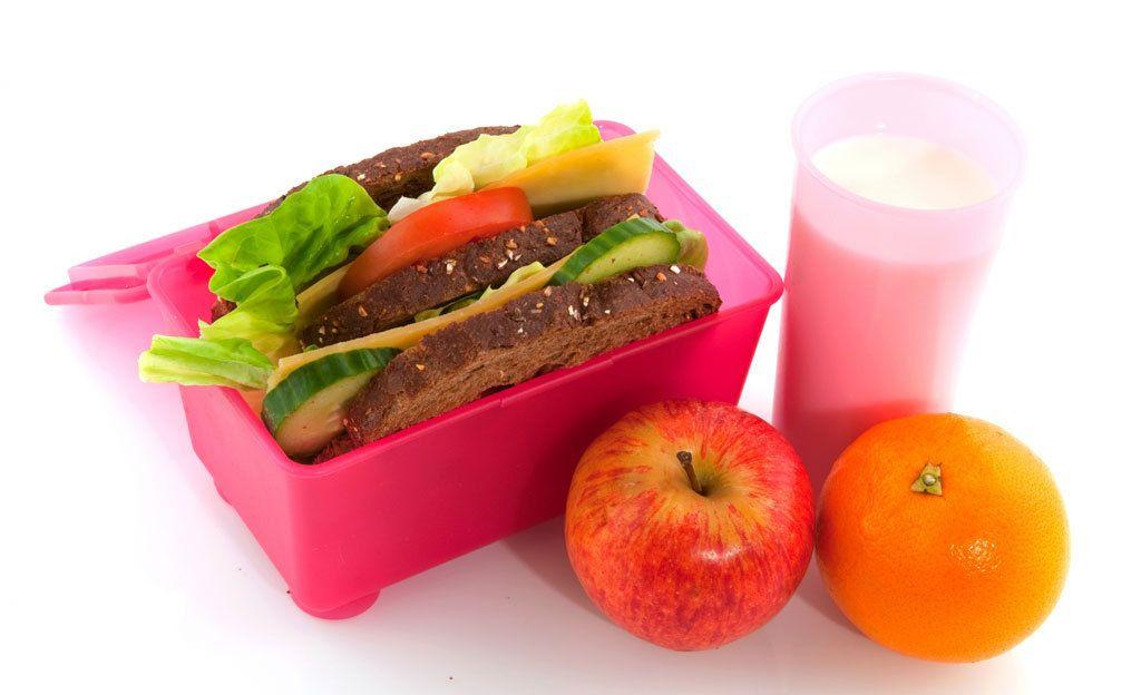 Lämmitätkö ruokasi mikrossa? Muovirasiassa kuumennus riski terveydelle