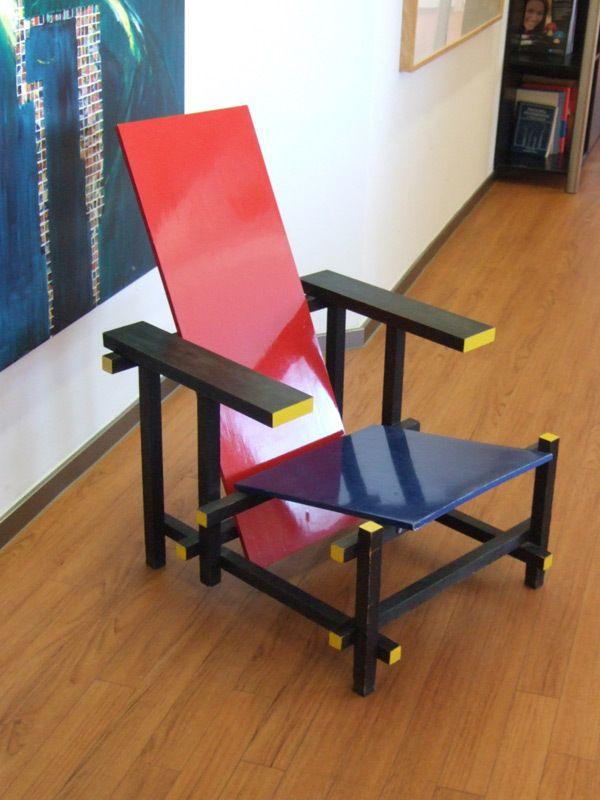 blau roter stuhl