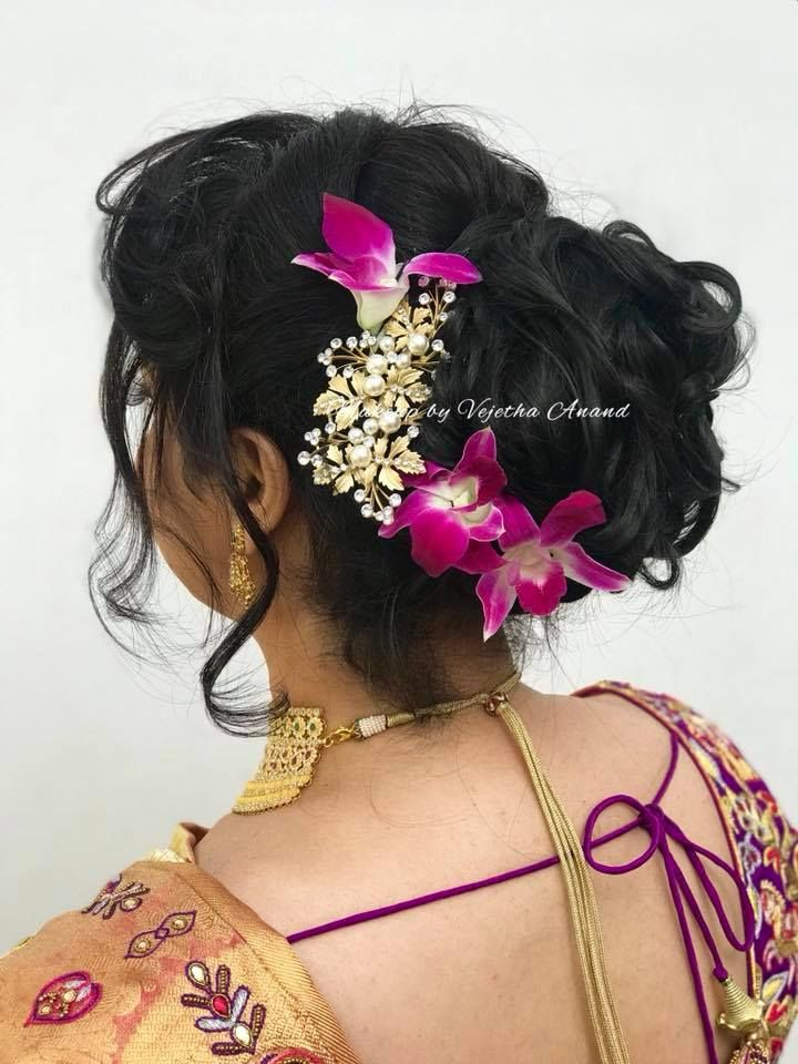 Pretty Bridal Updo By Vejetha For Swank Messy Bridal Hairstyle South Indian Bride Bridal Sar Bun Hairstyles Bridal Hair Decorations Indian Bridal Hairstyles
