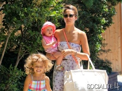 Jessica Alba Shows Off Her Cute Daughters As The Gang Heads To The Pool