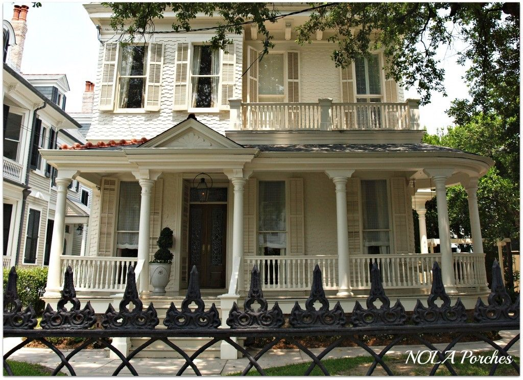 Historic Homes In The New Orleans Garden District Have