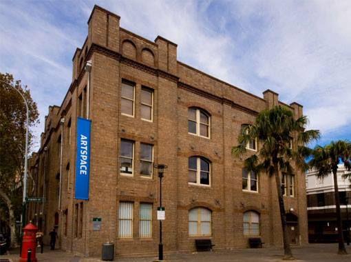 OPPORTUNITA' DEL GIORNO - Artspace, spazio specializzato in residenze artistiche di Sydney, in Australia, cerca un nuovo Execurive Director. Le candidature saranno accettate fino al 15 luglio 2013.  Info: http://www.artspace.org.au/about_news.php?i=20130624933376
