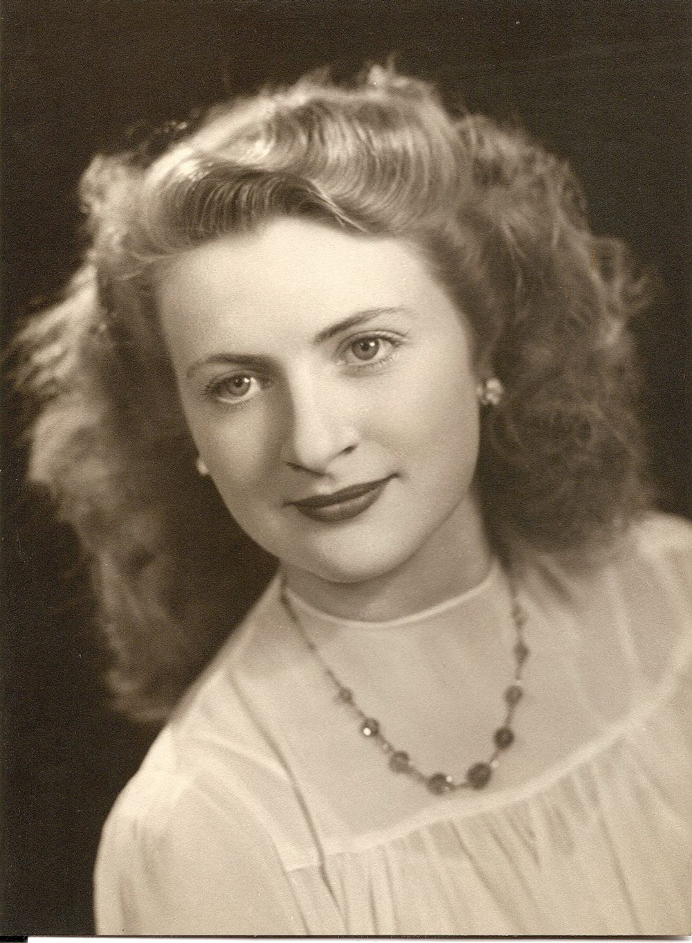 Long, soft waved or curly hairstyles framing the face were fashionable with young women during and after World War II.