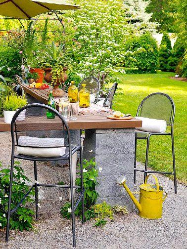 Faire table de jardin en parpaing et bois | Jardins, Pièces ...
