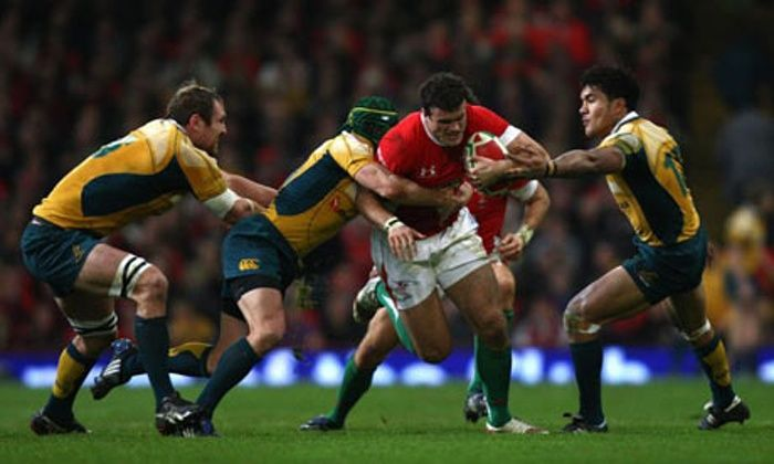 Jamie Roberts Bringing Up The Crash Ball Rugby Rugby Union International Rugby