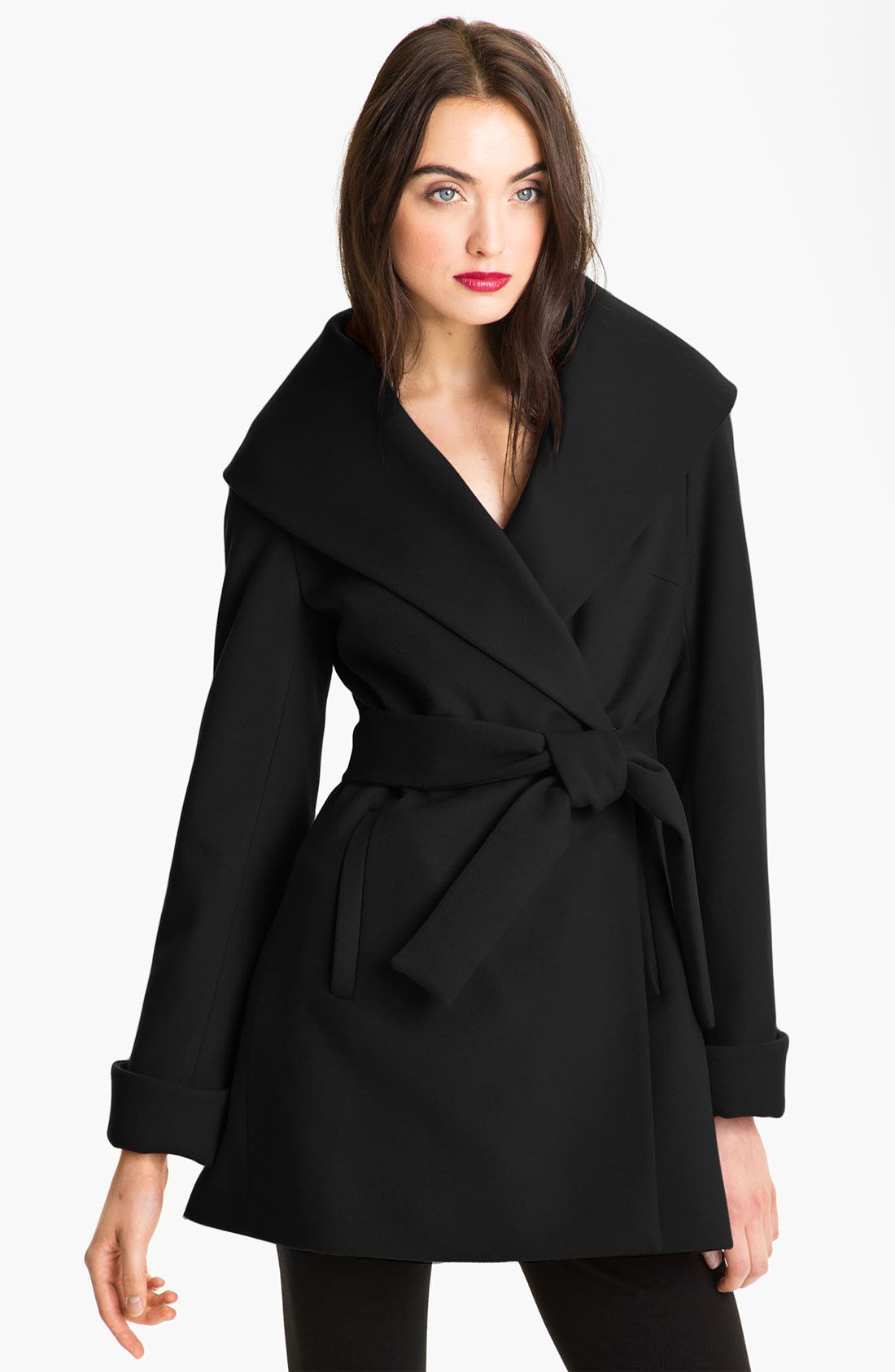 Trina Turk Belted Wrap Coat in Black | Chamarras y abrigos ...
