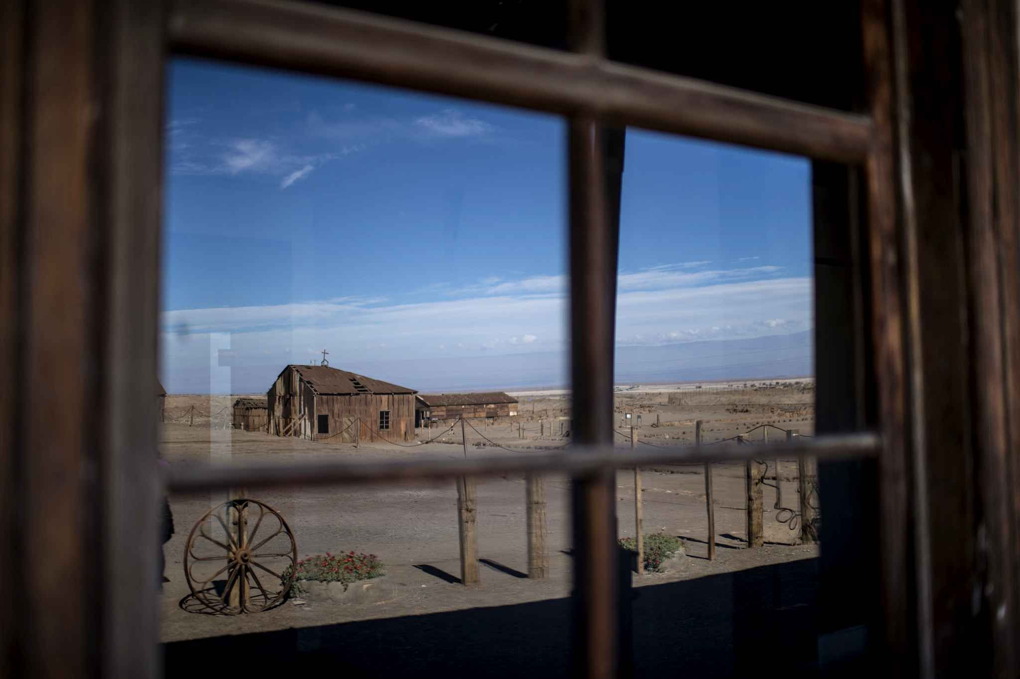 Welcome to the Humberstone saltpeter works and Santa Laura. Located in northern Chile and abandoned since 1960, the site is a World Heritage Site by Unesco. The result is a daunting ghost town in the desert.