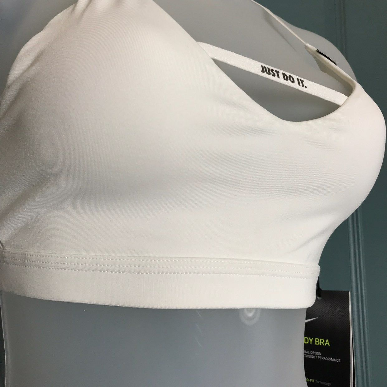 nike indy sports bra, size small new with tags attached