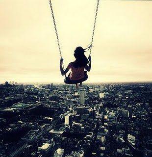 O tempo passa e as coisas mudam, mas as recordações ainda estão vivas em nossos corações. É feliz saber que nos orgulhamos por tudo o que fomos um dia e que somos hoje. Muitas coisas aconteceram ao longo da caminhada, mas nada do que eu pensava antes se perdeu, só foi se transformando a fim de se tornar algo melhor no presente. Não me arrependo das estradas contrárias que segui, pois foi um aperfeiçoamento da minha personalidade e um reencontro comigo mesma. (Monique Gregório)