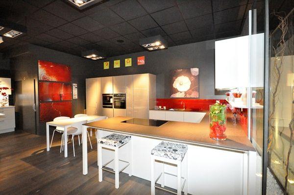 Moderne Italienische Küche Rot Temperamentvoll Vibrierend