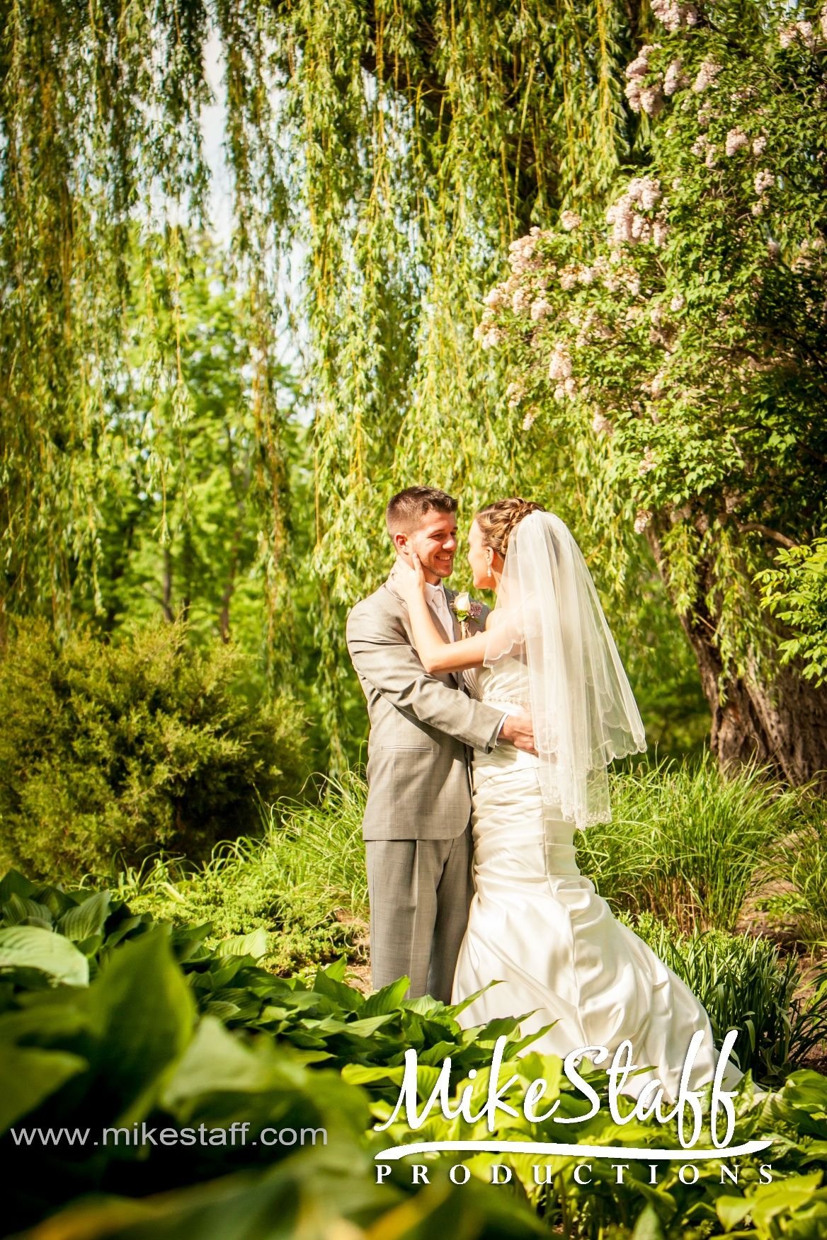 Romantic photos of the bride and groom at HeritageGardens