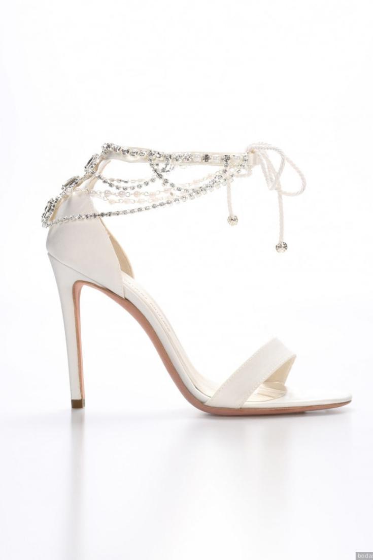 b9241198a121f ¡Descubre las nuevas tendencias en zapatos de novia 2019!